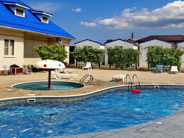 Новая Гостиница №9 в Кучугурах с бассейном
